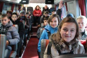8 bi 4468 300x200 - Детские перевозки автобусом