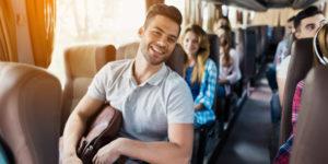 junger mann haelt seinen braunen rucksack 85574 352 300x150 - Автобусные пассажирские перевозки в Москве
