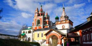 savvino storozhevsky monastyr v zvenigorode zvg01 e1620737330374 300x150 - 3 города, которые стоит посетить в Московской области.